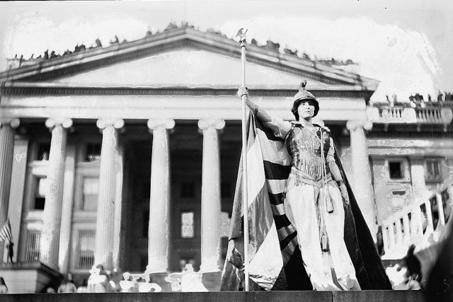 Hedwig Reicher as Columbia, 1913 Suffrage March. Library of Congress